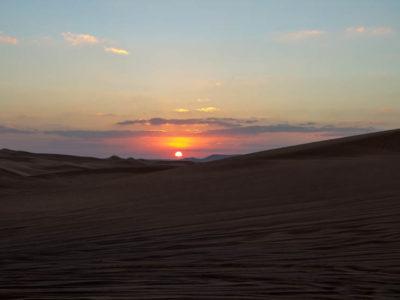 Lite solnedgång över öknen